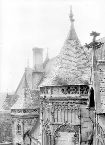 Hôtel de Jacques-Coeur Parties supérieures des tourelles sur la cour à gauche, Durand, Eugène (photographe),