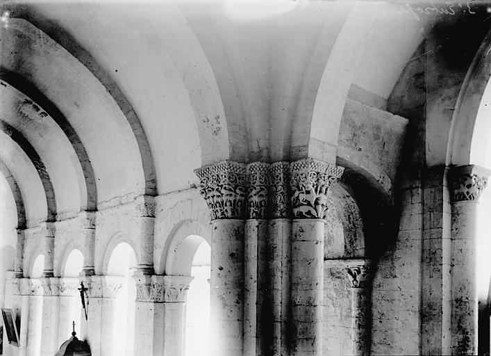 Eglise Saint-Eutrope Colonnes et chapiteaux, Enlart, Camille (historien),