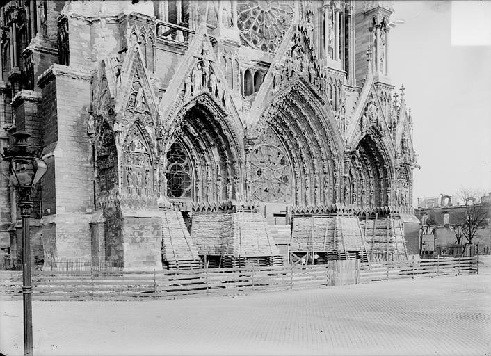 Cathédrale Notre-Dame Portails de la façade ouest, Sainsaulieu, Max (photographe),