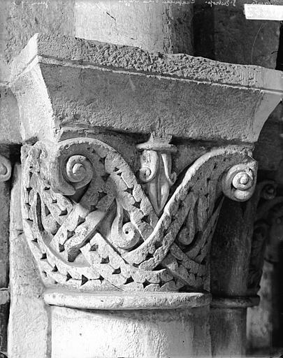 Eglise Saint-Eutrope Crypte, chapiteau, Heuzé, Henri (photographe),