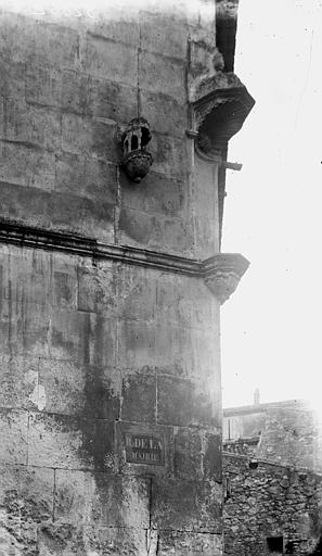 Maison Niche à l'angle, Enlart, Camille (historien),