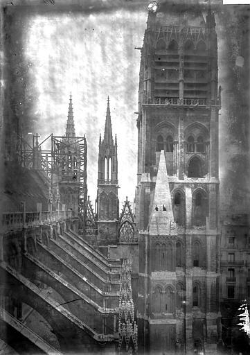 Cathédrale Notre-Dame Arcs-boutants et tours, Enlart, Camille (historien),