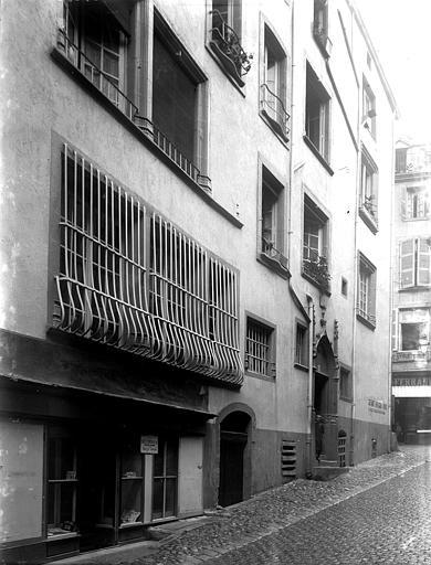 Maison du 15ème siècle , Enlart, Camille (historien),