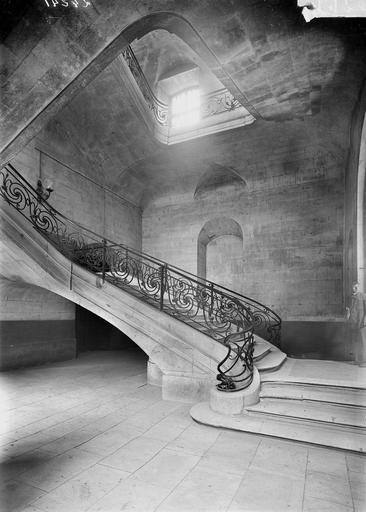 Abbaye aux Hommes (ancienne) Départ de la rampe du grand escalier, Service photographique,