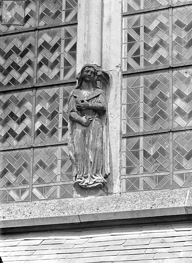 Cathédrale Saint-Cyr Abside, côté sud : Statue colonne d'une fenêtre, Heuzé, Henri (photographe),