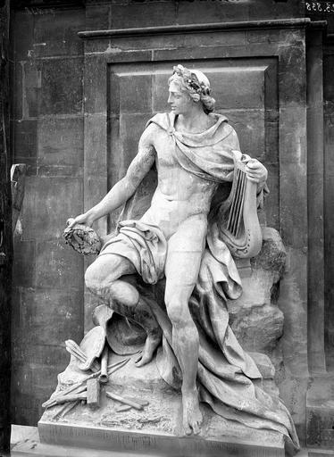 Domaine national du Palais-Royal Cour d'honneur, statue d'Appollon ou Beaux-arts, Durand, Eugène (photographe),