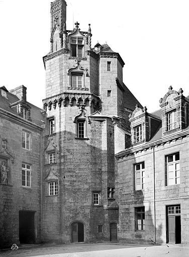 Evêché (ancien) Cour intérieure : tour, Mieusement, Médéric (photographe),