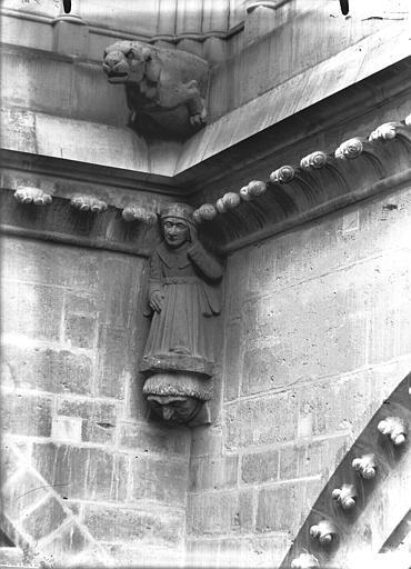 Cathédrale Notre-Dame Cariatide d'angle rentrant et gargouille, Lajoie, Abel,