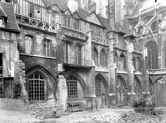 Cathédrale Notre-Dame Cour d'Albane : Cloître, Durand, Jean-Eugène (photographe),