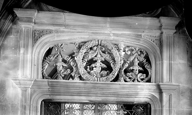 Collégiale Saint-Pierre (ancienne) ; Eglise Saint-Etienne Baie intérieure: tympan, Enlart, Camille (historien),