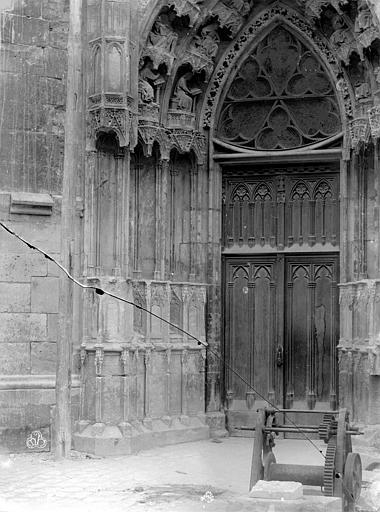 Cathédrale Sainte-Croix Portail de la façade nord, ,