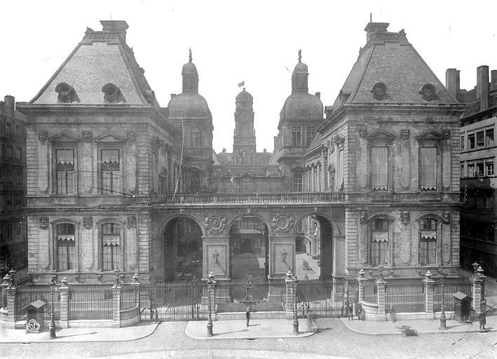 Hôtel de Ville Façade, Durand, Eugène (photographe),