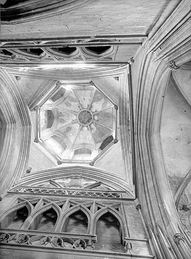 Eglise de Saint-Etienne-le-Vieux (ancienne) Tour lanterne : Vue intérieure de la coupole (vue verticale), Durand, Jean-Eugène (photographe),