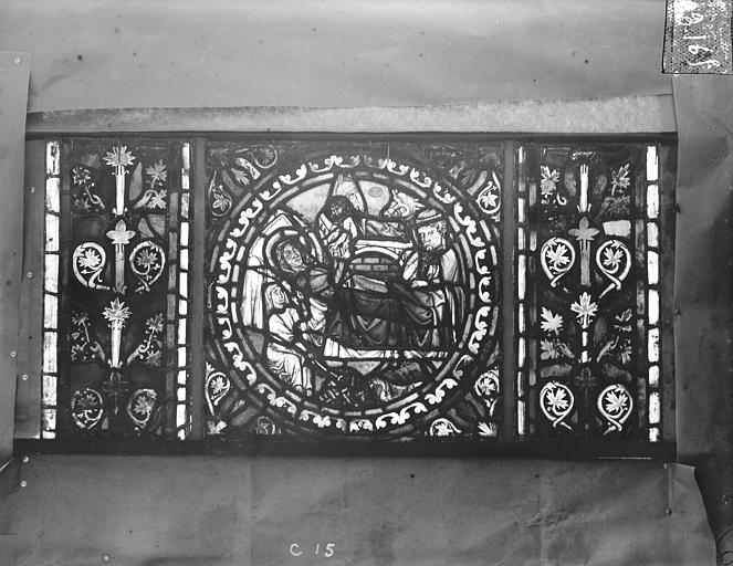 Eglise Saint-Gengoult Vitrail de l'abside, lancette de droite, panneau inférieur 16, Romanais (photographe),