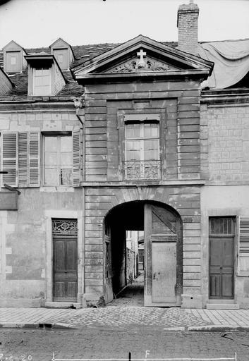 Maison Façade extérieure, Verneau, G.,