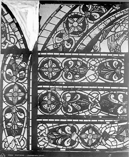 Cathédrale Saint-Pierre Vitrail, baie B : ornements, Leprévost (photographe),