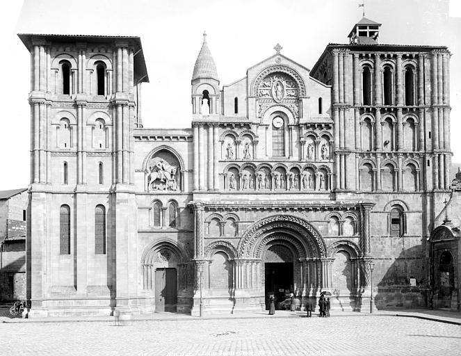 Eglise Sainte-Croix Façade ouest, Neurdein Frères (photographes),