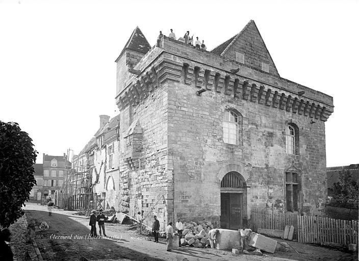 Hôtel de Ville Façade fortifiée, côté nord-ouest, Mieusement, Médéric (photographe),