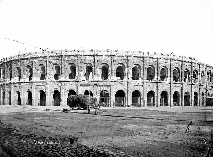 Amphithéâtre ou arènes Vue d'ensemble extérieure, Mieusement, Médéric (photographe),