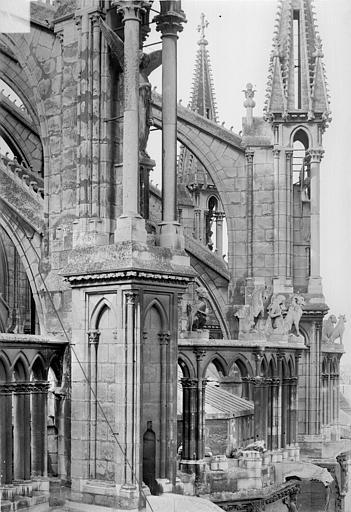 Cathédrale Notre-Dame Abside : Galerie supérieure, contreforts et arcs-boutants, Sainsaulieu, Max (photographe),