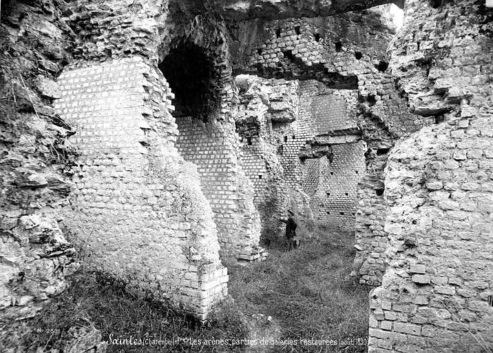 Amphithéâtre gallo-romain (restes) Galerie restaurée, Mieusement, Médéric (photographe),