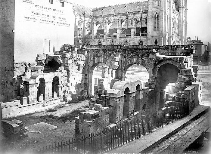 Temple d'Auguste Vue intérieure, Mieusement, Médéric (photographe),