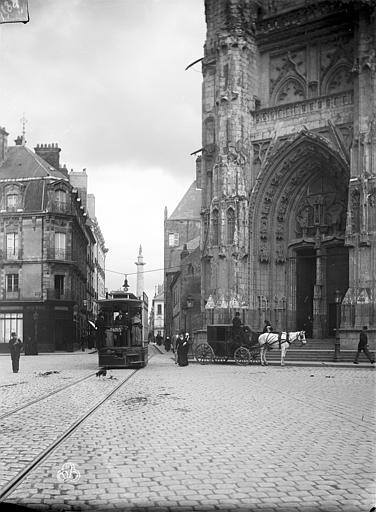 Cathédrale Saint-Pierre Portail nord de la façade ouest, ,