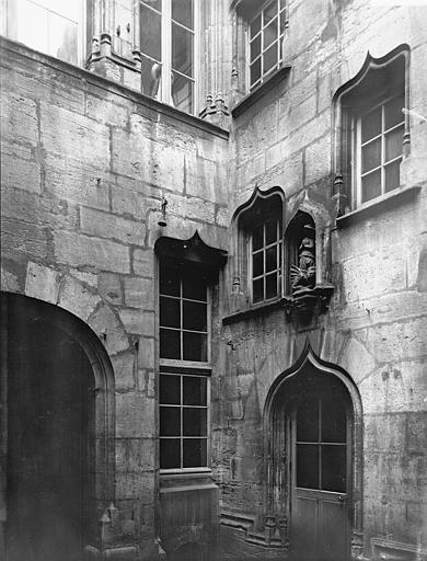 Maison Angle, Enlart, Camille (historien),