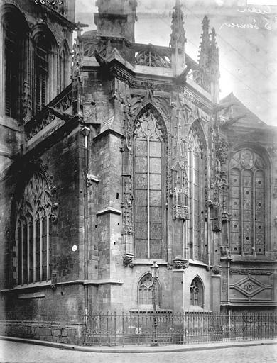 Eglise Notre-Dame-de-Froide-Rue (ancienne) ou Eglise Saint-Sauveur (actuelle) Abside, Enlart, Camille (historien),