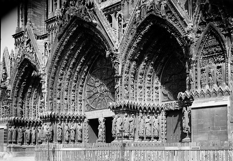 Cathédrale Notre-Dame Portail ouest vu de droite, Enlart, Camille (historien),