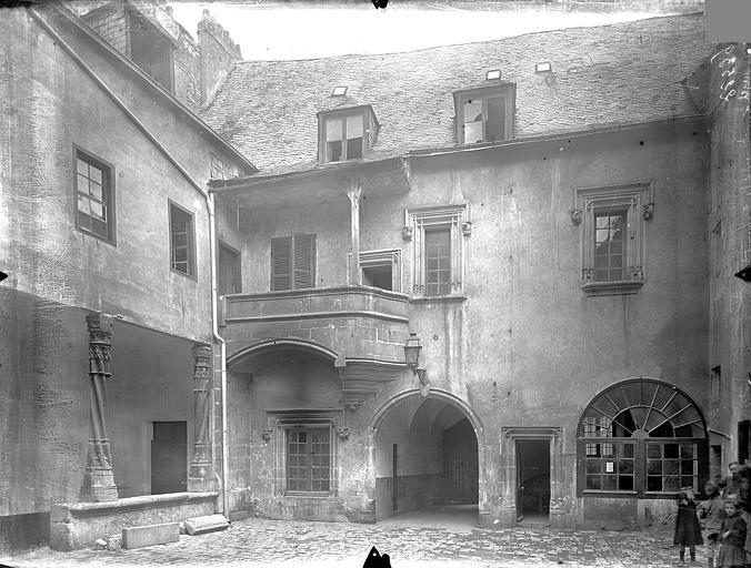 Hôtel Fumey ; Prévôté (ancienne) ; Maison dite des Frères Façade sur cour, Gossin (photographe),