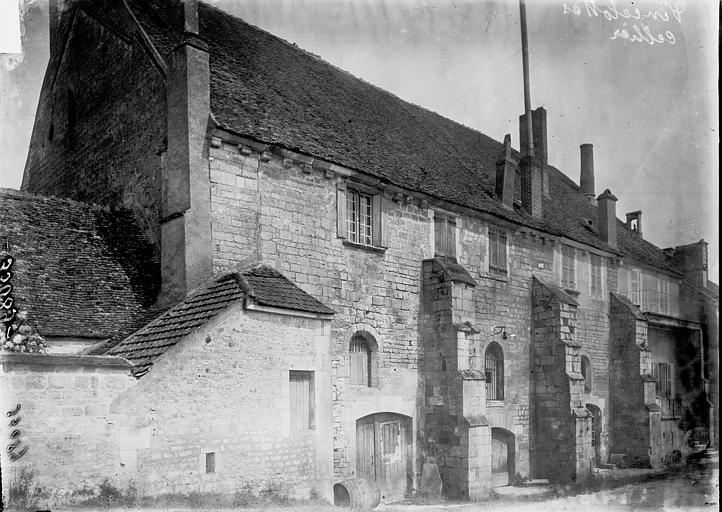 Cellier Vue extérieure, Enlart, Camille (historien),