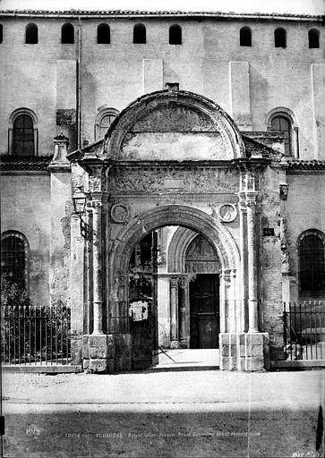 Eglise Saint-Sernin Porte Bachelier, Le Gray, Gustave ; Mestral, Auguste (photographe),