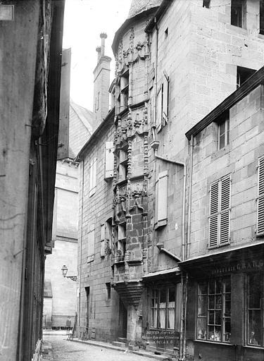 Maison à tourelle ou tour des Echevins Tourelle en encorbellement, Durand, Jean-Eugène (photographe),