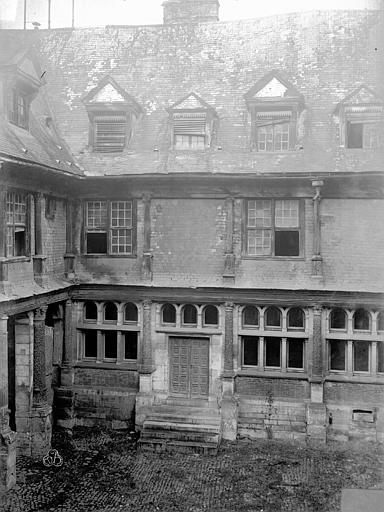 Hôtel de Mauroy Bâtiment nord, cour, Lancelot, Gustave,