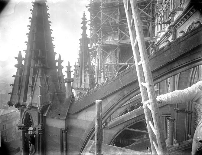 Cathédrale Notre-Dame Pinâcles des arcs-boutants de la nef, au sud, Lajoie, Abel,