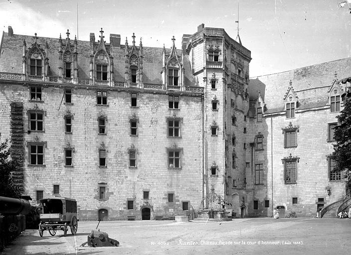 Château des Ducs de Bretagne Façade sur la cour d'honneur, Mieusement, Médéric (photographe),
