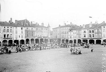 Grande place, jour de marché, Enlart, Camille (historien),