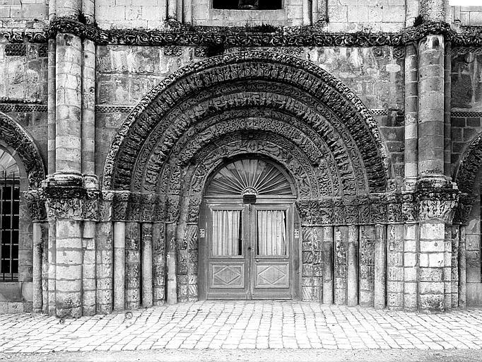 Eglise Sainte-Marie-aux-Dames (ancienne) Portail ouest, porte centrale, Heuzé, Henri (photographe),