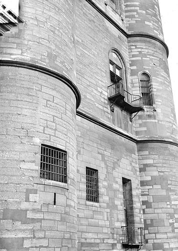 Château Donjon : Façade, Vorin,