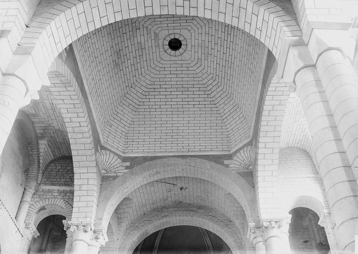Eglise Saint-Hilaire Coupole, vue intérieure, Durand, Eugène (photographe),