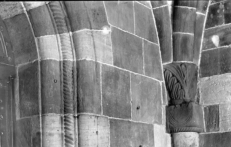 Eglise Chapiteau et départ d'arc, Enlart, Camille (historien),