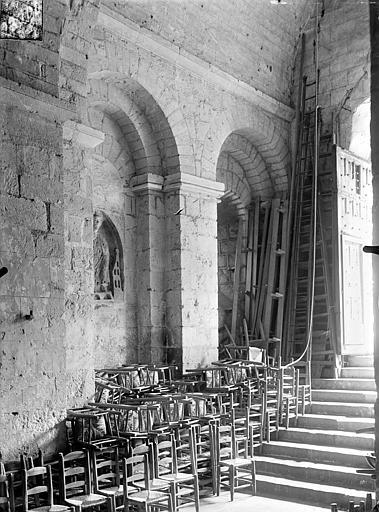 Eglise Sainte-Radegonde Vue intérieure du narthex : Mur sud et escalier, Gossin (photographe),