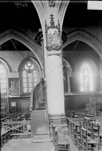 Eglise Saint-Leu Colonne de la chaire et fenêtre de la nef, Durand, Georges (photographe à Amiens),