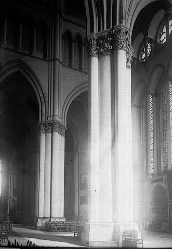 Cathédrale Notre-Dame Nef: vue diagonale, Enlart, Camille (historien),