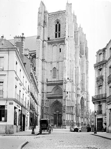 Cathédrale Saint-Pierre Clocher, côté nord, Mieusement, Médéric (photographe),