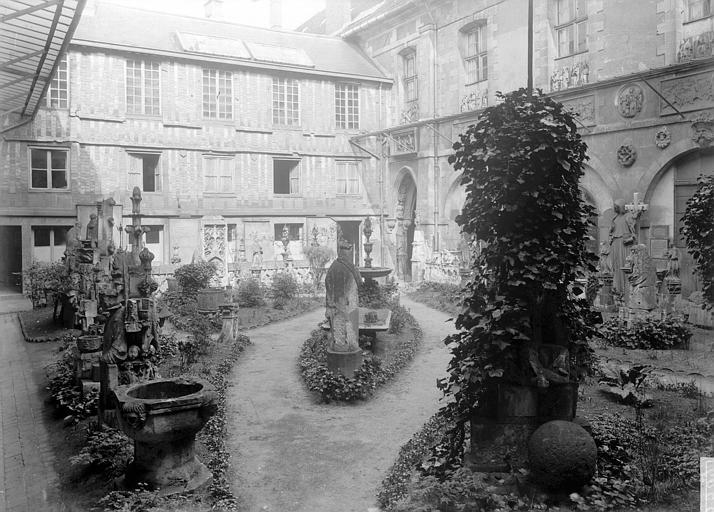 Musée Cour, Enlart, Camille (historien),