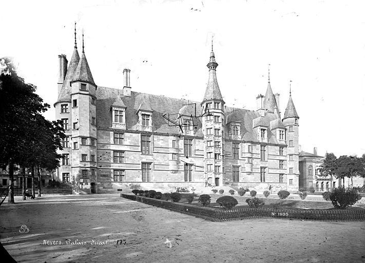 Palais Ducal (ancien) Vue d'ensemble, Mieusement, Médéric (photographe),