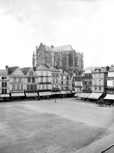 Cathédrale Vue d'ensemble avec maisons, Chaine, Henri (architecte),