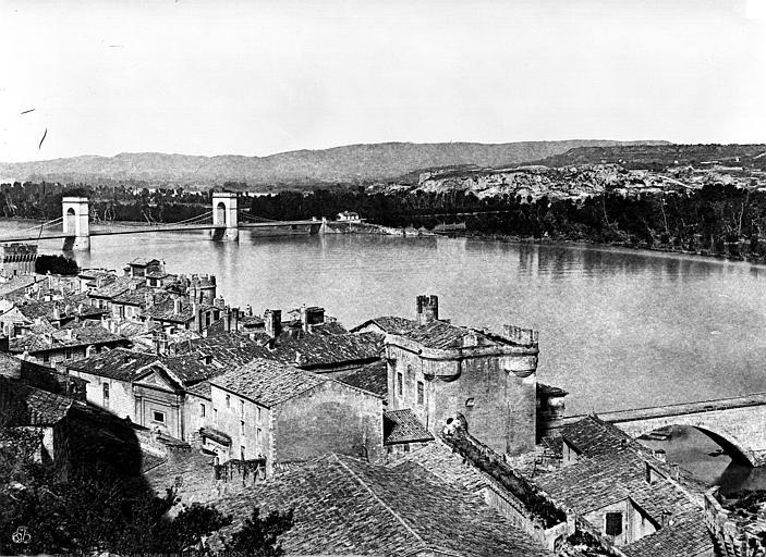 Pont suspendu Le Rhône : Vue prise de l'ancien petit séminaire vers le pont suspendu, Baldus, Edouard (photographe),